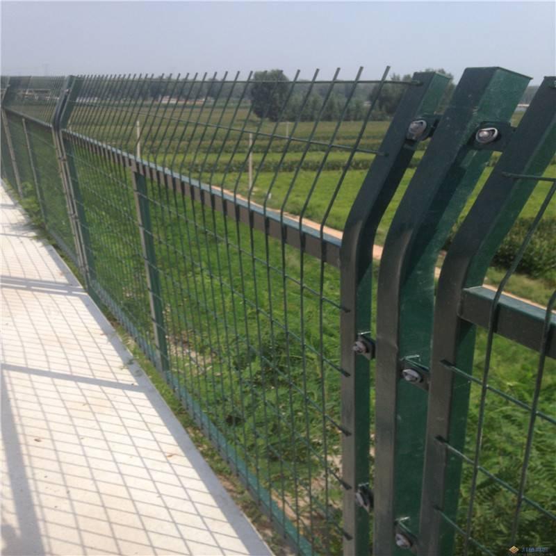 三角折弯护栏 桃型柱护栏网 观光区隔离网