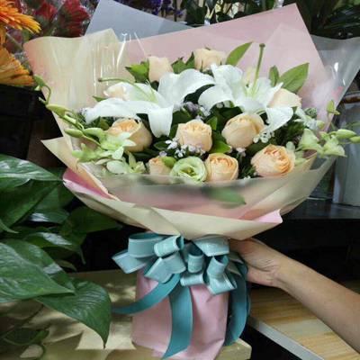 三八节送什么鲜花15296564995南宁市送康乃馨花束礼盒百合花玫瑰花