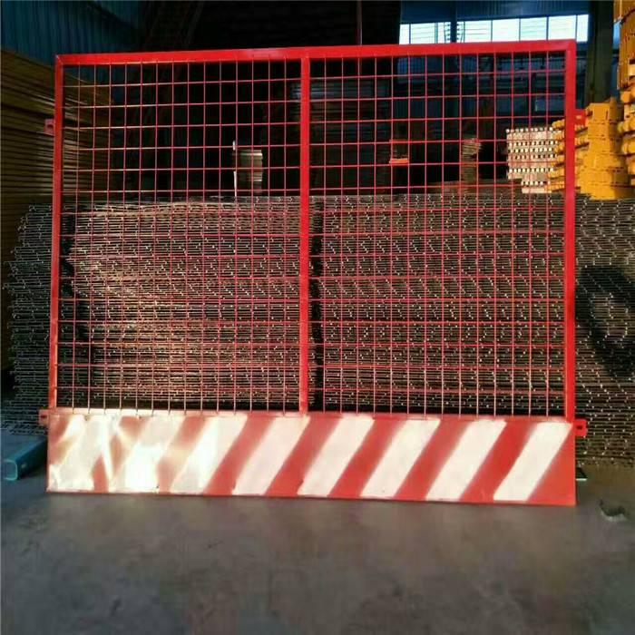 批发基坑护栏网 红白杆临边防护网 公路建设临边基坑护栏网