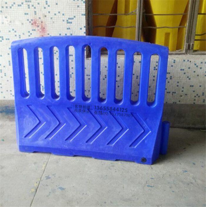 科凯滚塑水马造型别致 工程隔离墩警示防护栏围档厂家直销