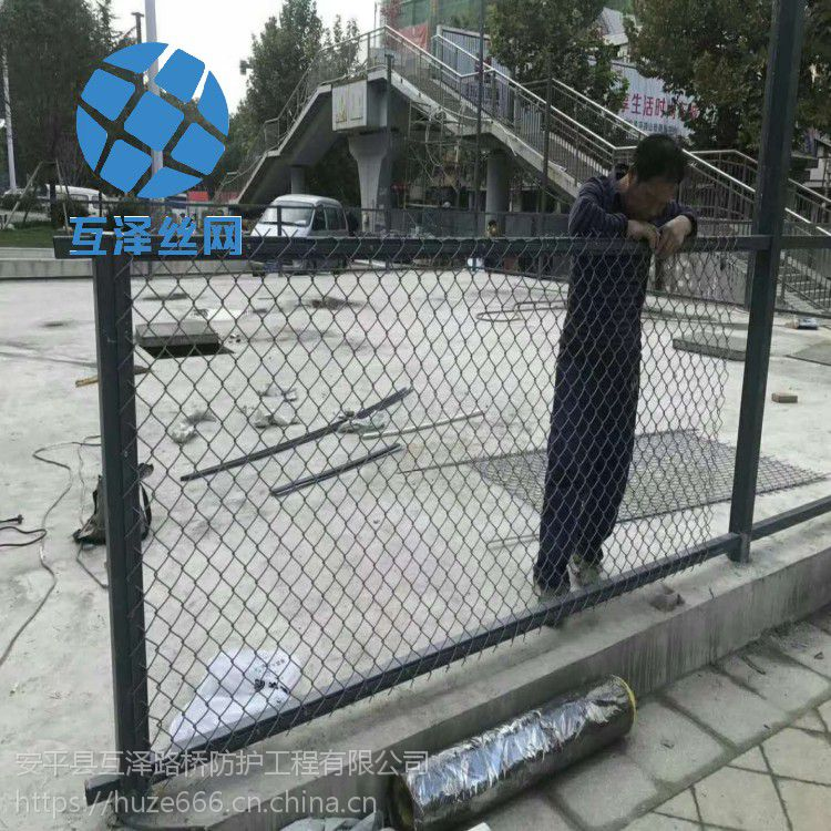 低价直销 学校操场运动场镀锌围栏围网专业生产厂家