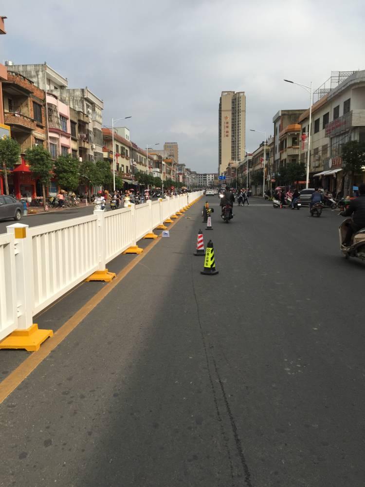惠州马路中央隔离栅带定做 面包管护栏现货 东莞甲型护栏供应