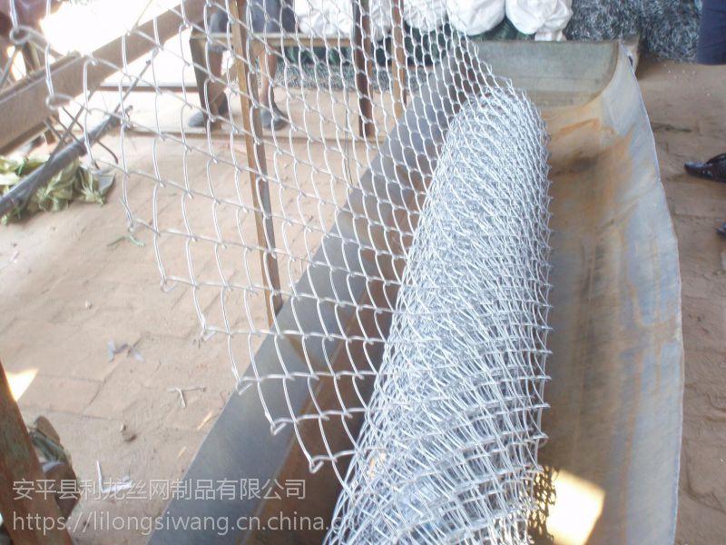 镀锌勾花网客土喷播挂网体育场围栏网学校围栏网厂家直销