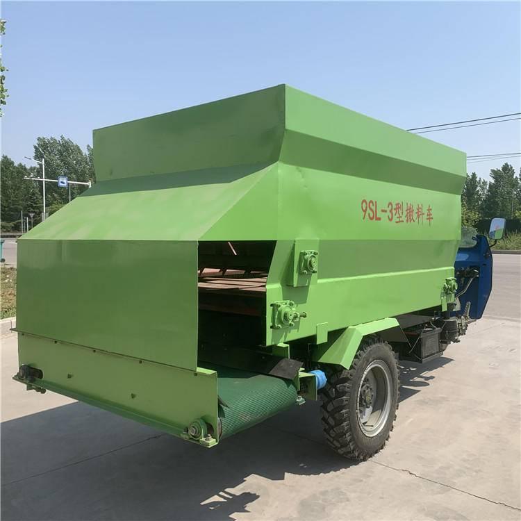 电动节能动物投料机 可单人操控喂牛投料机 省油机械化撒料车