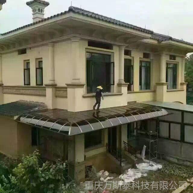 重庆厂家直销定做露台遮阳棚聚碳酸脂UV透明雨棚定制铝艺阳光车棚