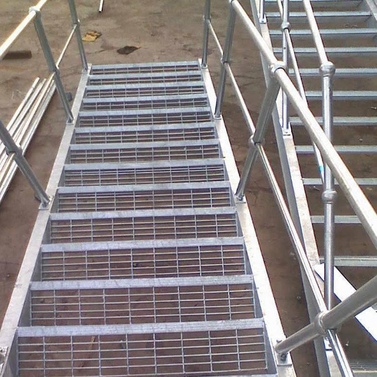广州钢格栅踏板生产厂 热镀锌球形立柱价格 化工厂踏步板安装