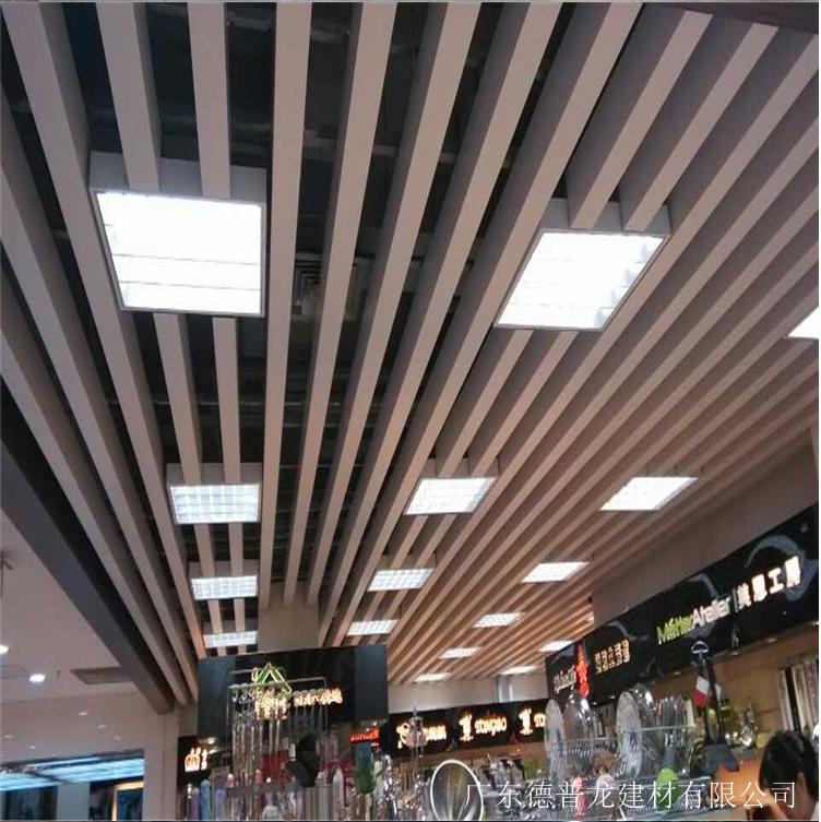 咖啡厅仿古木纹铝方通吊顶