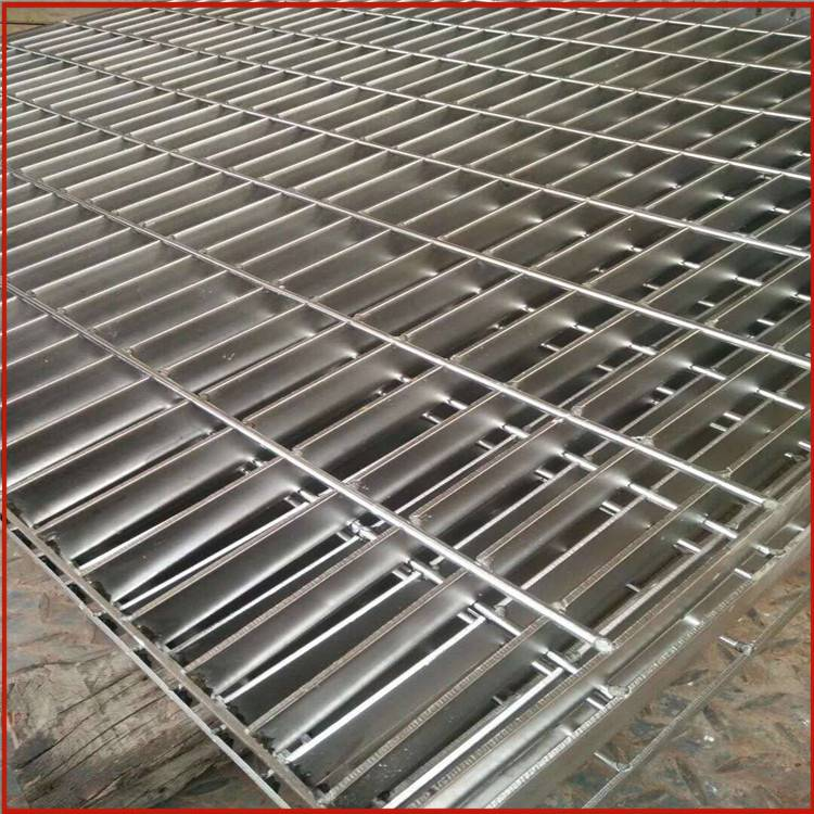 复合钢格栅 插接踏步板批发 喷漆踏步板供应