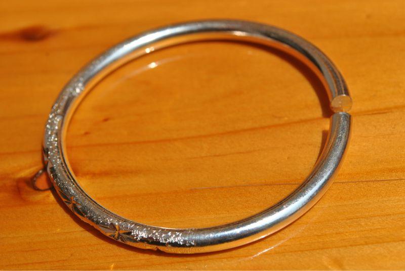 银镯子变黄_低价批发纯铜镀银电镀手镯 圆梗刻花银手镯 时尚款式