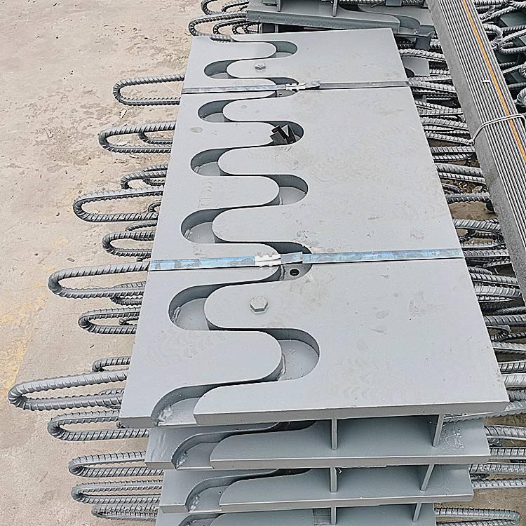 陆韵 GQF-Z120型桥梁伸缩缝 具有良好的耐曲挠性能