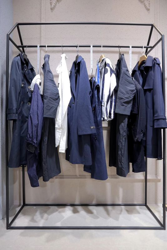 若有所思风衣库存品牌折扣女装批发一手货源