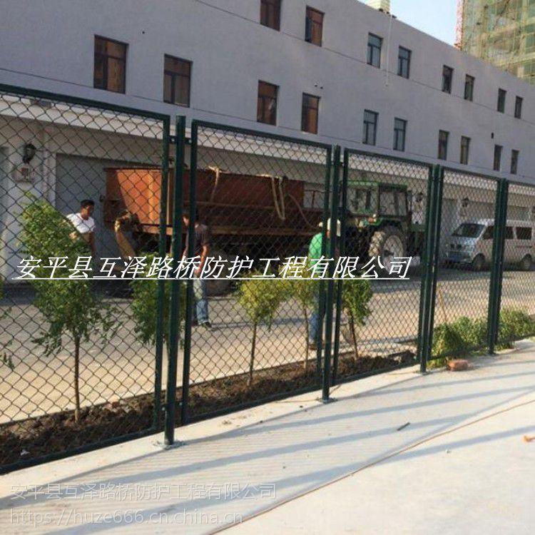 工厂直销 墨绿色勾花球场围栏 压扁铁式篮球场隔离网 个性定制