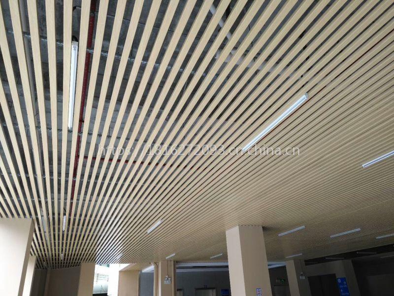 厂家直销展览会使用木纹铝方通吊顶