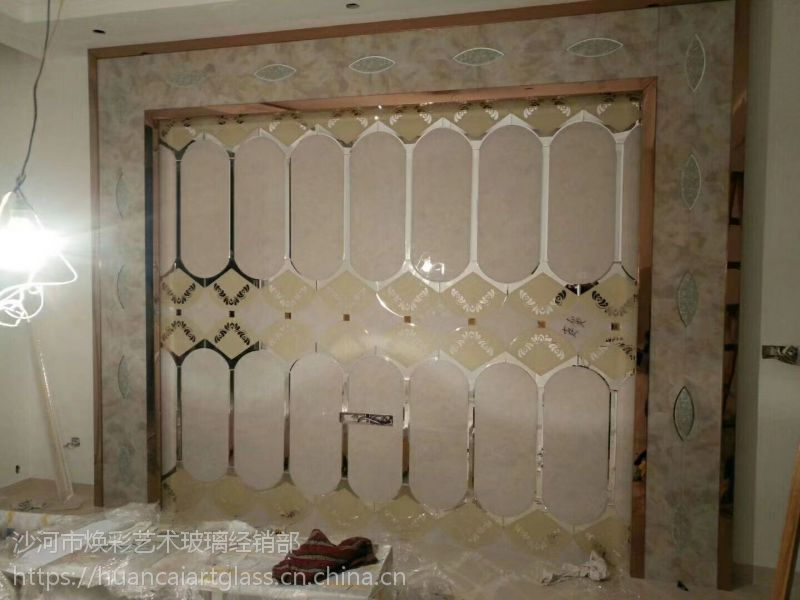 山西吕梁厂家定制 金箔加茶镜条 菱形拼接电视背景墙拼镜