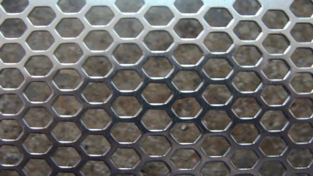 怎样辨别不锈钢冲孔网的质量?