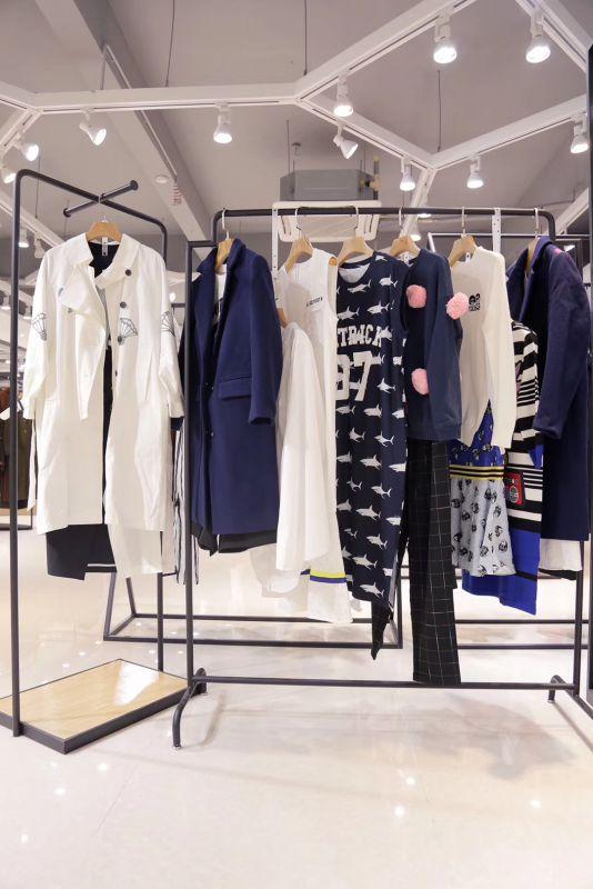 武汉品牌女装折扣批发金韩18年冬装品牌女装专柜库存哪有