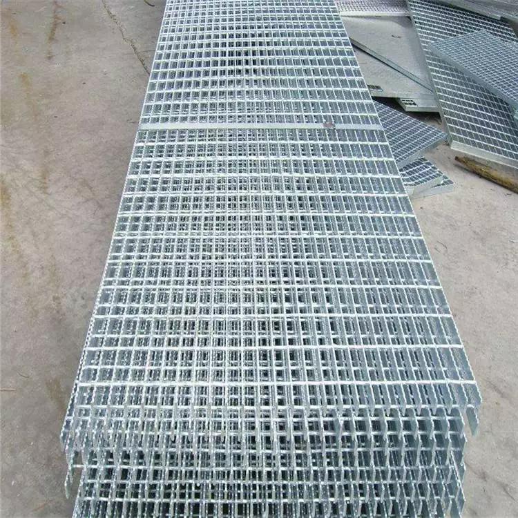 冲压踏步板 钢格栅沟盖板 规格齐全楼梯踏步板