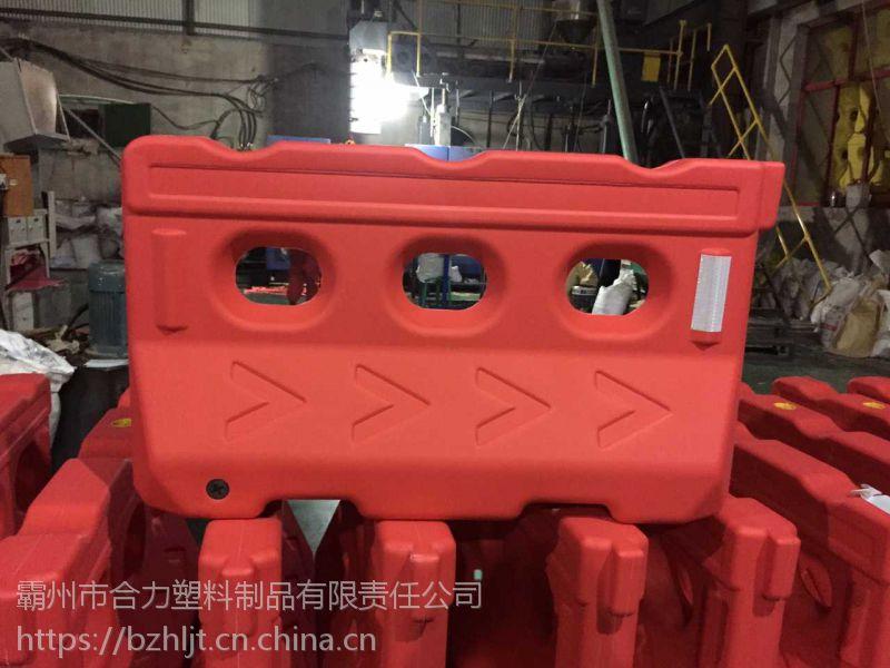 夏津县塑料环保注水围挡厂家_环保水马围挡批发_三孔水马塑料15233669688