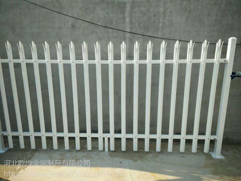 喷塑欧式护栏网@热镀锌D型板围栏@乾烨W板护栏网生产基地