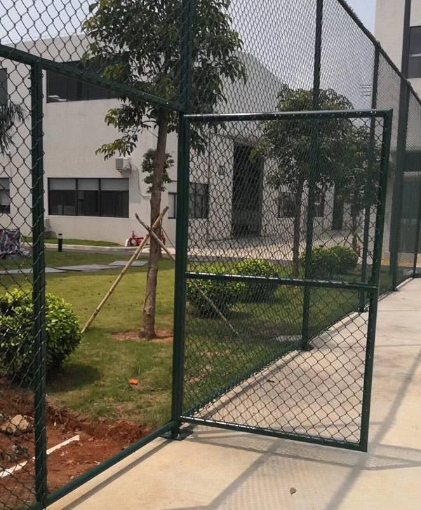清远包塑勾花网围栏价格 湛江低碳钢丝护栏 学校球场护栏网