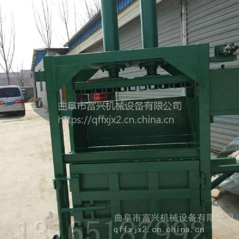 废铝金属打块机价格 毛毯服装压块机 富兴编织袋立式液压打包机