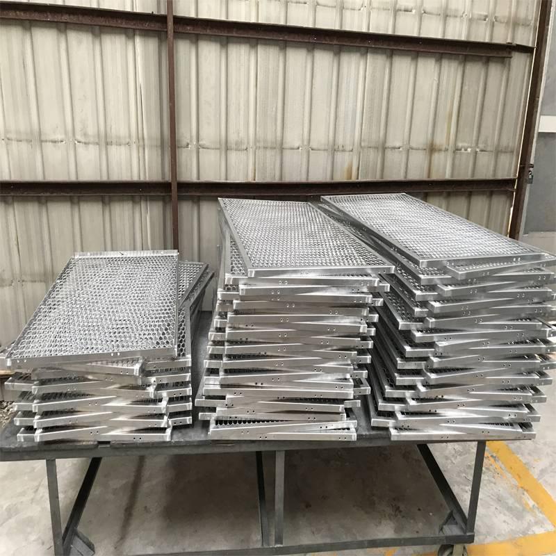 佛山欧百建材 专注室内吊顶勾搭式铝网板加工生产20年