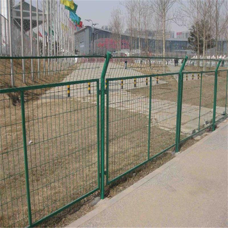 钢丝网围栏 公路护栏网现货 防盗护栏网规格