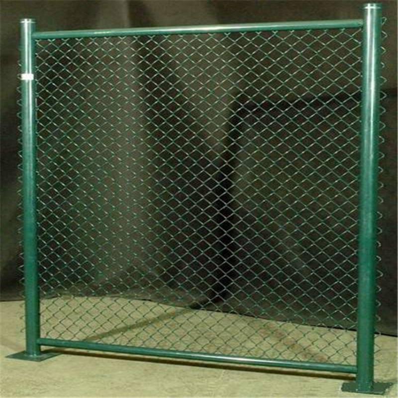 养殖场护栏 镀锌勾花网 学校操场护栏