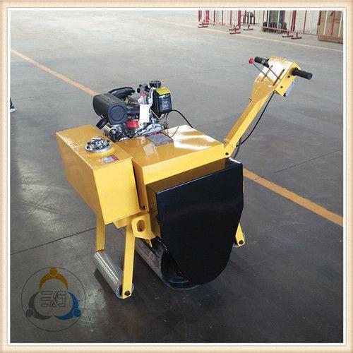 三人行小型手扶压路机品质可靠工作效率给力