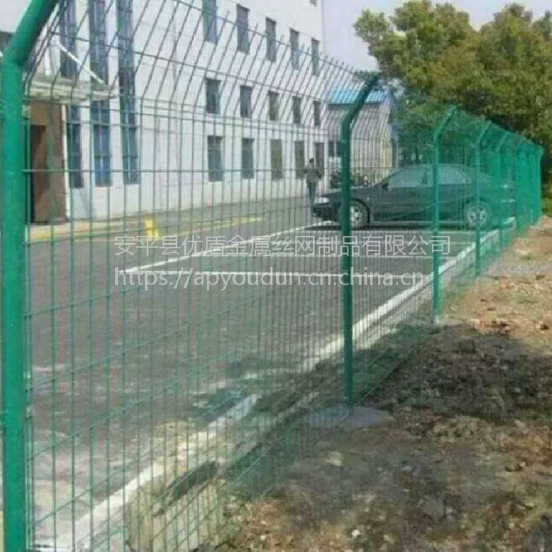 高速护栏网多钱 高速公路防护网 河北省绿网隔离栅厂家提醒***近钢材价格上涨