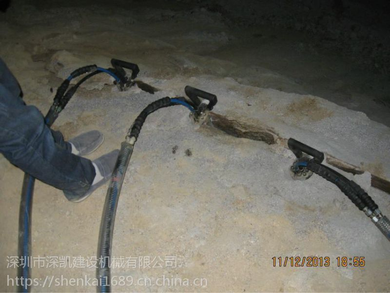 井桩工程开挖遇坚硬岩石拆除新设备柱式分裂棒推介深凯