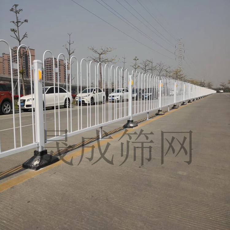 带广告板喷塑护栏 市政公路隔离围栏 深圳路中间甲型护栏港式护栏