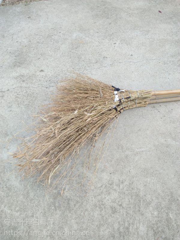 金竹牌大竹扫帚,精工细做,柄长轻便高效,牢固赖用,超值无比。