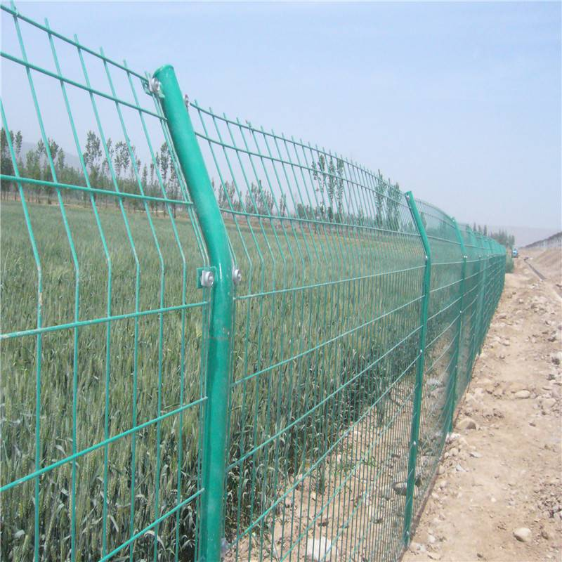 绿色铁丝网高速公路用道路浸塑护栏网一平米价格