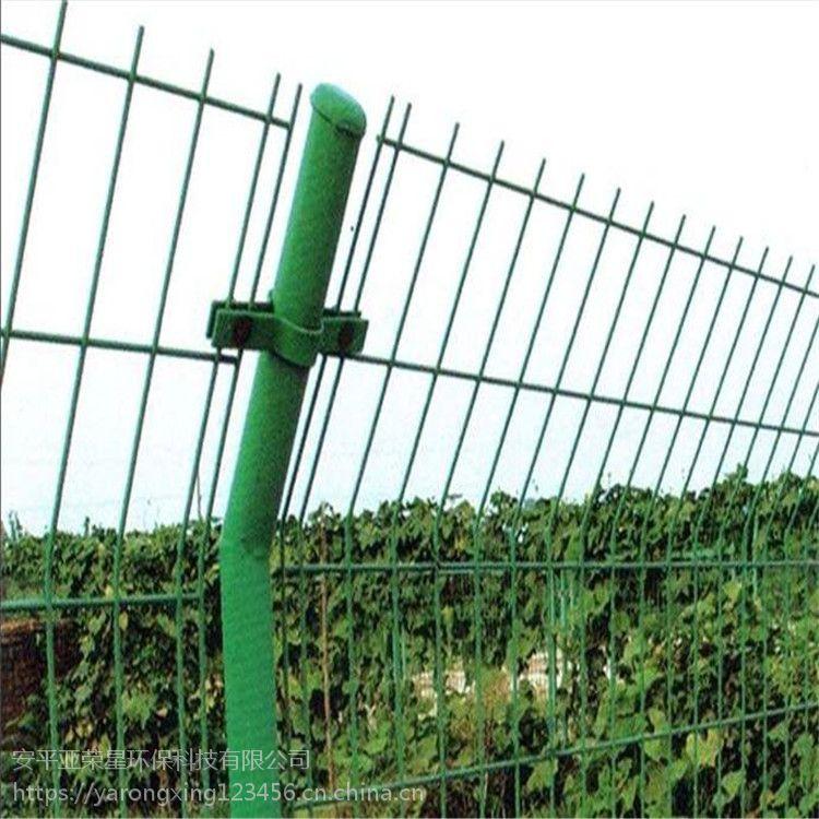 柔性防撞护栏 亚荣星无框隔离网 现货三道弯桃型柱护栏