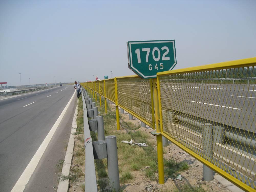 韶关铁路防护栏定做 快速路中央防眩网规格 广州护栏专业生产厂