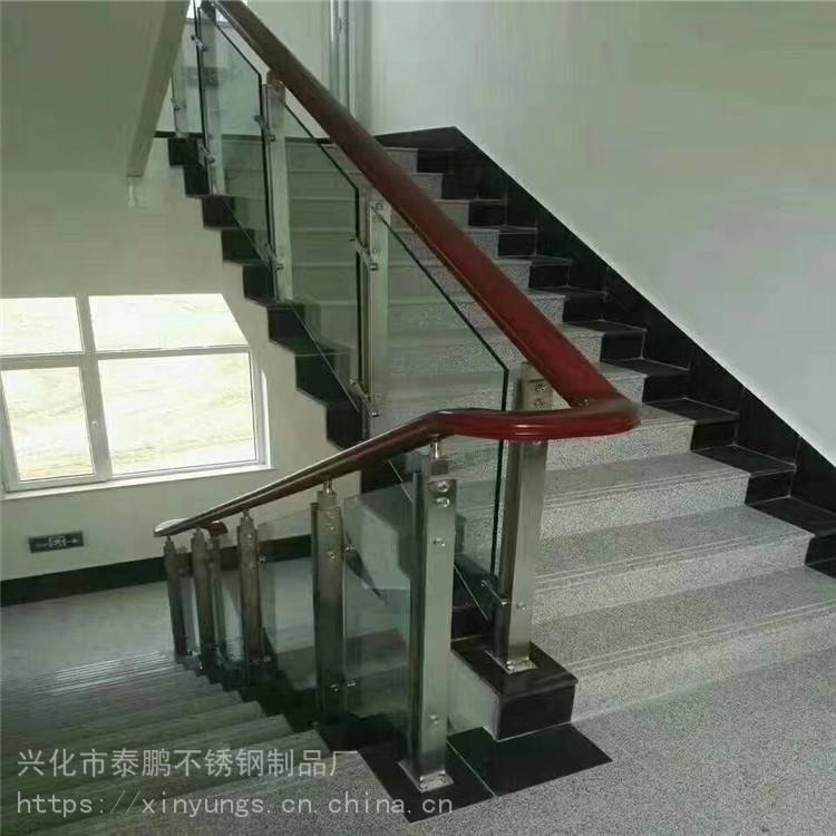新云 工厂定制成品不锈钢栏杆 搭配玻璃不锈钢栏杆 搭配管立柱