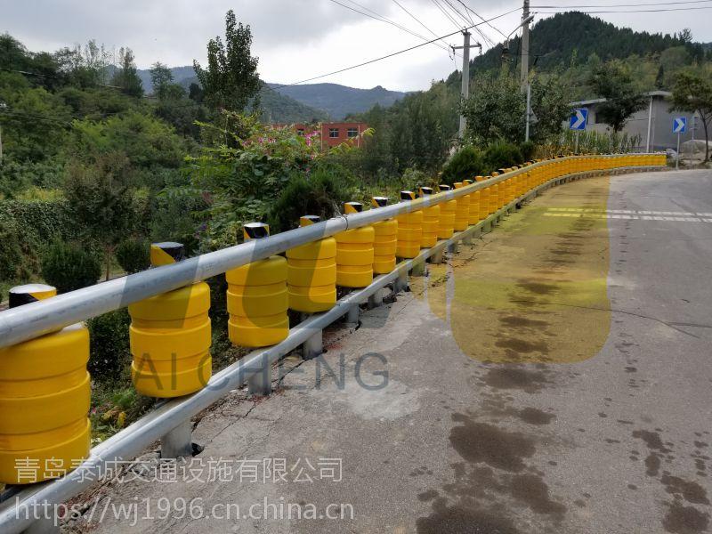 厂家直营公路旋转式护栏-青岛泰诚保障您的生命财产安全