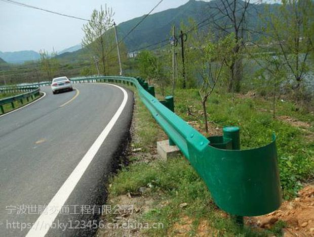 威海波形护栏/波形梁护栏板/高速公路防撞护栏厂家