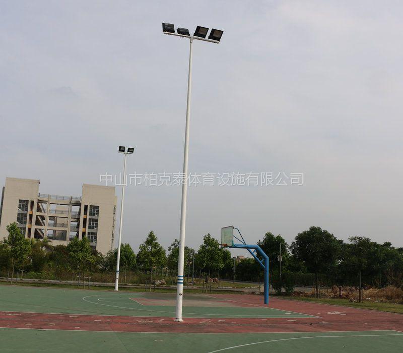 篮球场灯杆装几个灯合适 江门校园跑道灯光效果 柏克照明灯具