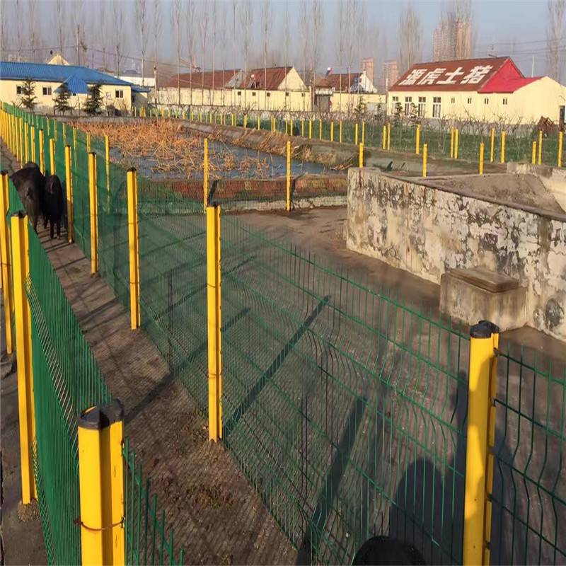 框架护栏网规格 双边丝护栏网价格 围墙防爬网