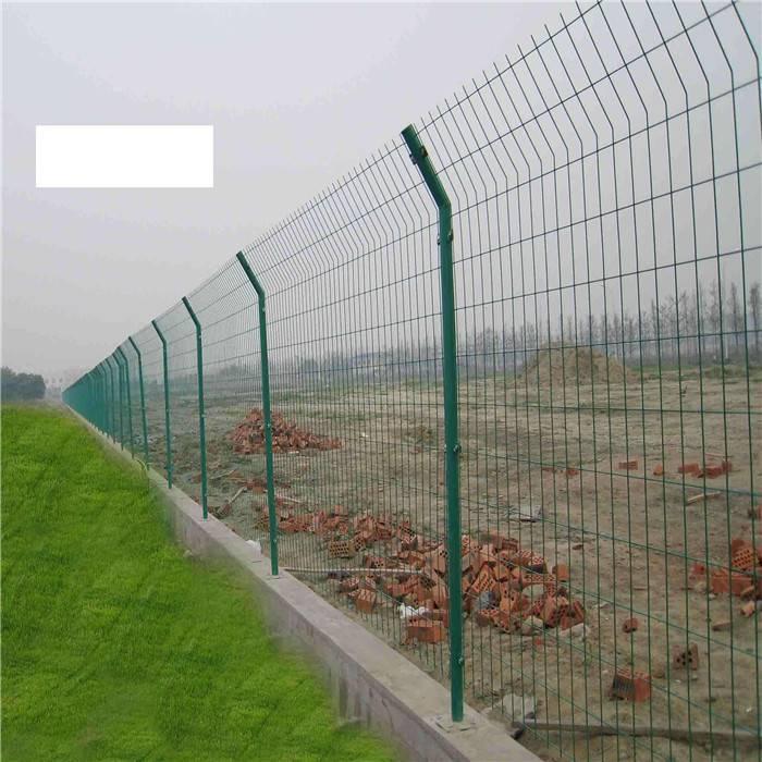 矿区防护围栏网 工厂停车场隔离栅 现货护栏网规格