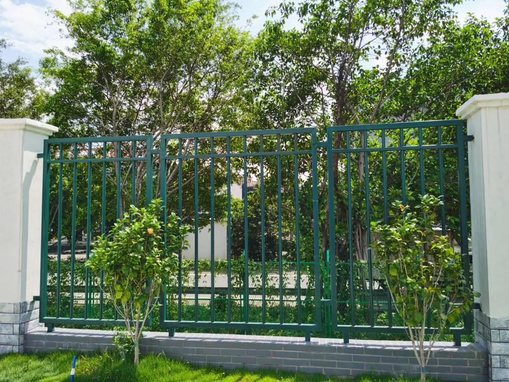 清远别墅铁艺防护栏供应 学校围墙栅栏定做 广州锌钢护栏定制厂