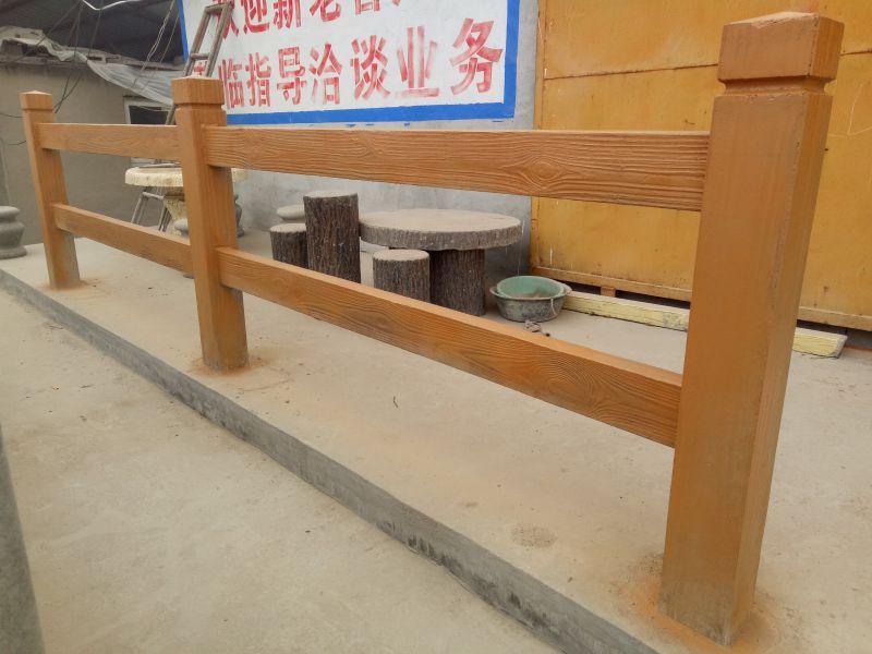 河南水泥树桩栏杆 水泥防腐木树皮栏杆生产基地