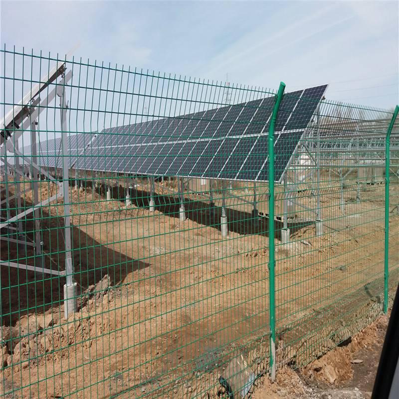 高速公路护栏网简介 淄博防护网围栏优质商家-安平优盾围墙铁网