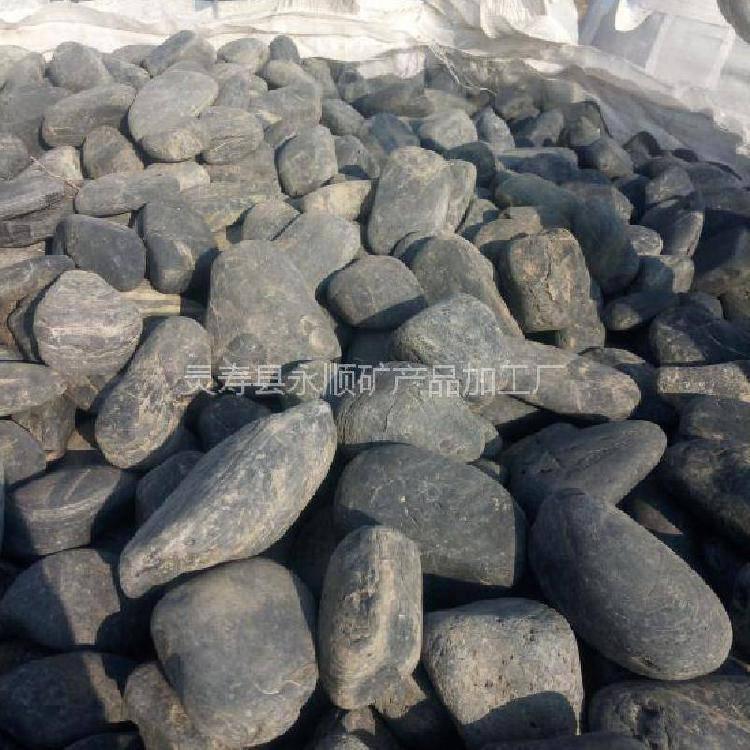 河北永顺铺路用3-5cm抛光黑色鹅卵石多少钱一吨 13832111494