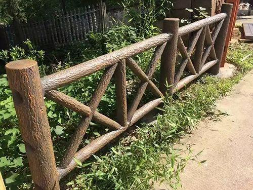 佛山河道仿木护栏价格,河道水泥仿木栏杆制作公司