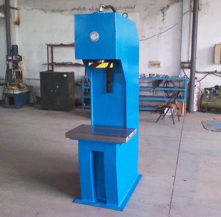 多用途小型单柱液压机图片