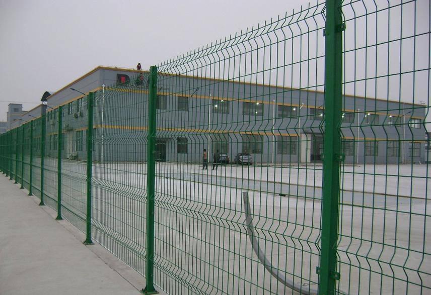 小区围墙铁丝网 上海围墙护栏网 低碳钢丝隔离栅 寿命长