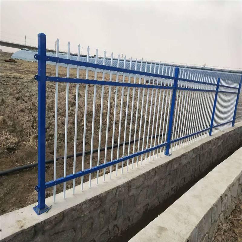 外墙隔离栏杆 小区围墙护栏厂家 围墙铁艺护栏图片